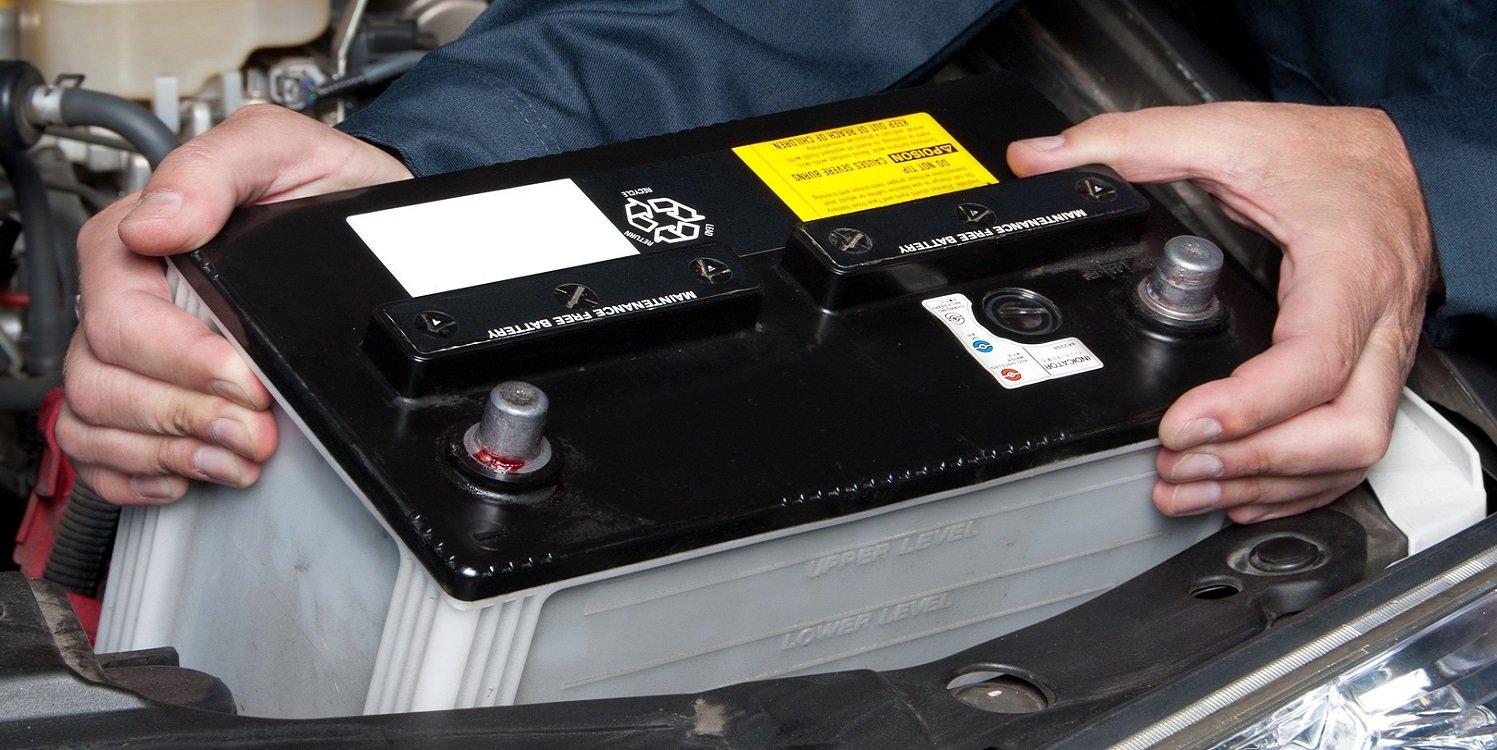 Sort la batterie de la voiture