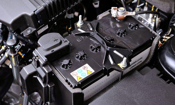 Batterie du compartiment moteur